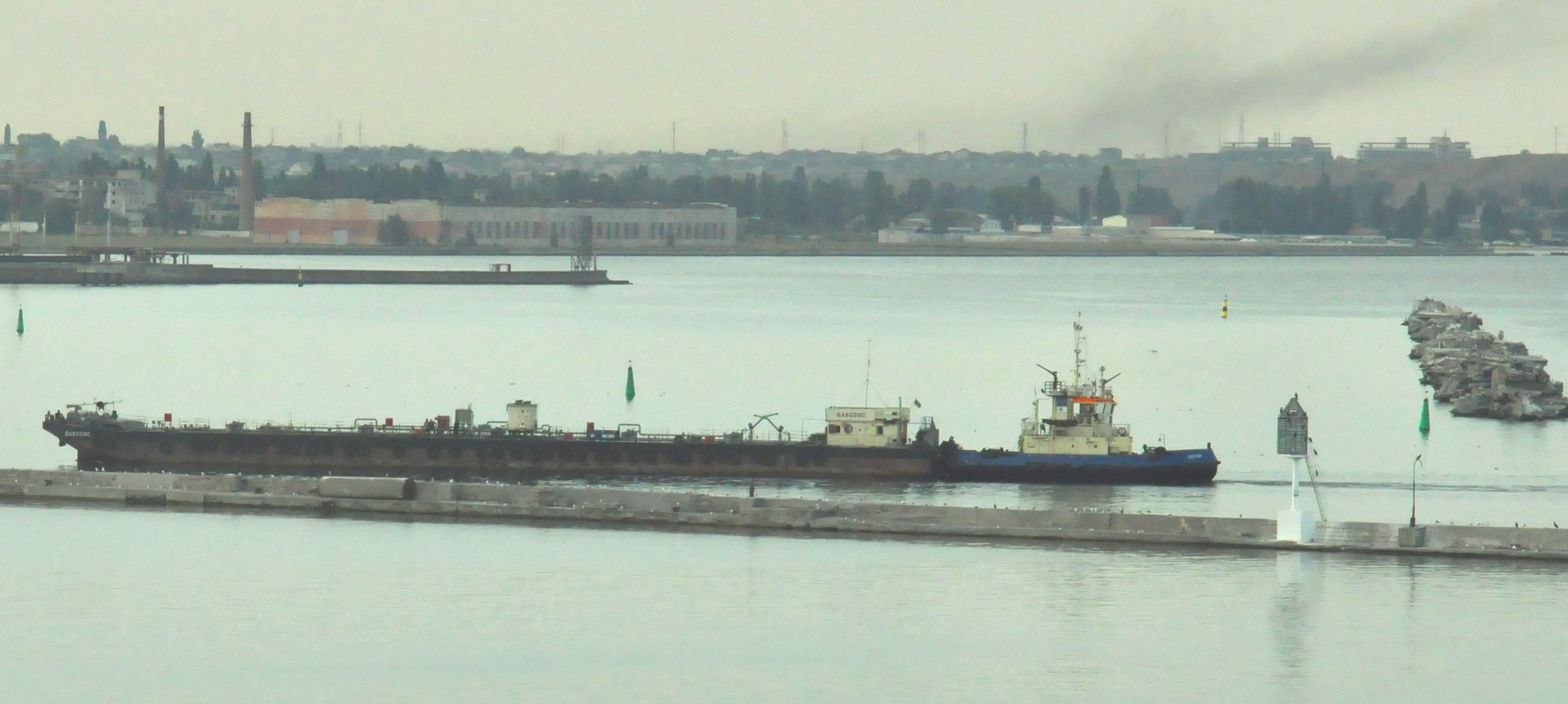 Судноремонтники Одеського порту прийняли в ремонт баржу «Одессос»